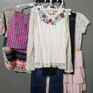 GIRLS SIZE 10/12 CLOTHING BUNDLE